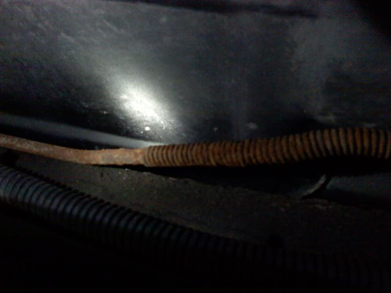 Brake line rust-0801000116b.jpg