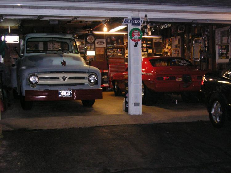Post your Garage/Shop !-user19632_pic127164_1258058829.jpg